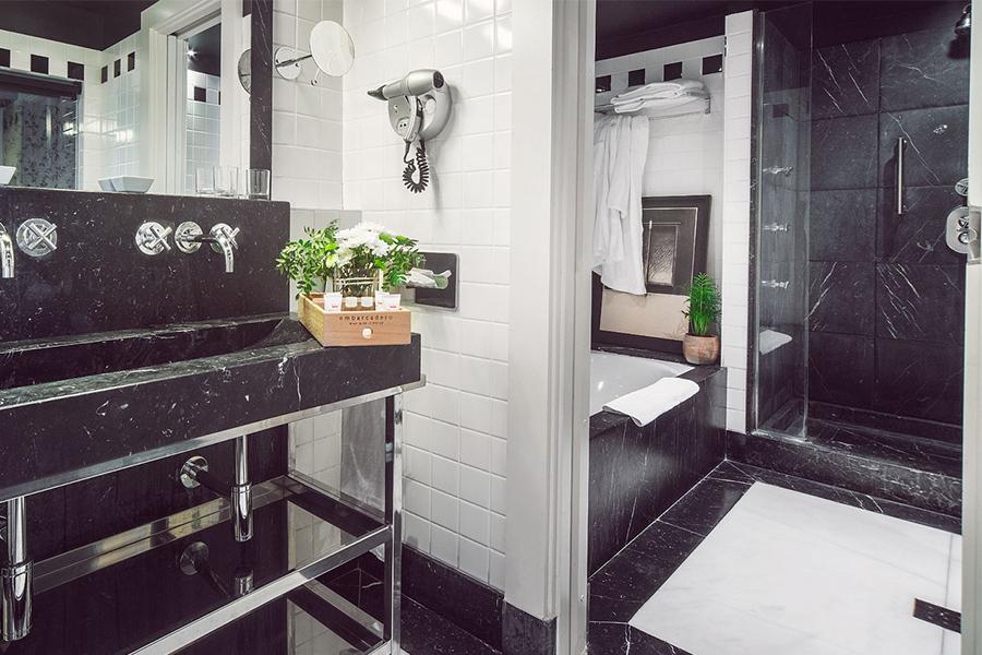 Suite Bilbao baño